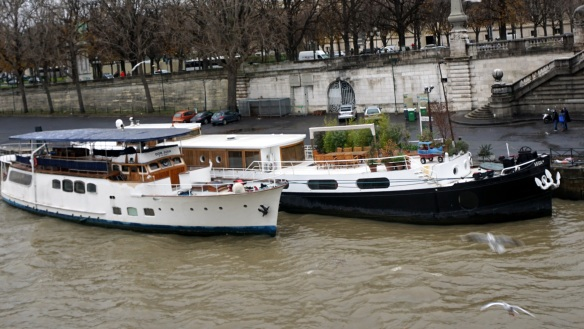 For New Year's, some of the bigger boats on the Seine throw huge parties!